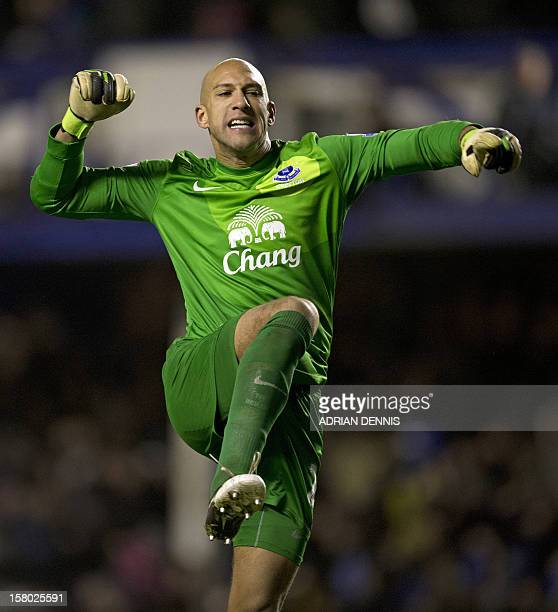 Everton's US goalkeeper Tim Howard celebrates as his team score an injurytime winner in the English Premier League football match between Everton and...