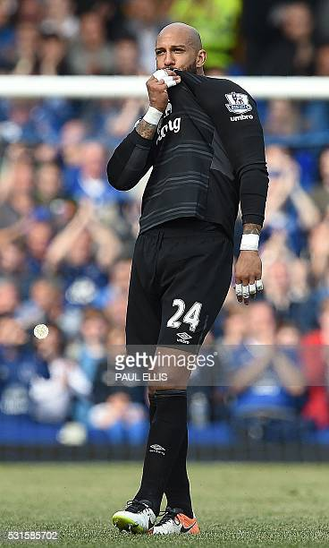Everton's US goalkeeper Tim Howard kisses his shirt following the English Premier League football match between Everton and Norwich City at Goodison...
