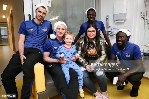 Everton's Wayne Rooney Morgan Schneiderlin Oumar Niasse and Idrissa Geuye during their Christmas visit at Alder Hey Childrens Hospital on December 21...