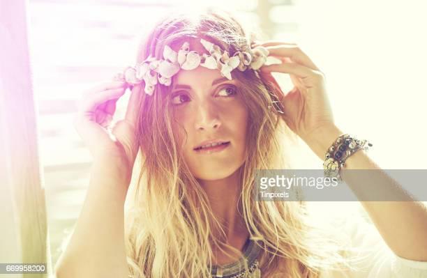 隅から隅まで自由奔放に生きる美しさ - 女神アフロディーテ ストックフォトと画像