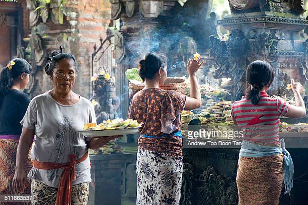 Every morning these Balinese women make offerings to thank the Sang Hyang Widhi Wasa in a temple in Ubud A tray of the daily offerings called canang...