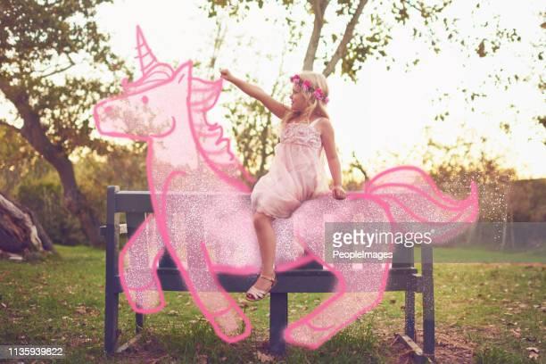 varje prinsessa rider bort i solnedgången på en enhörning - pony play bildbanksfoton och bilder