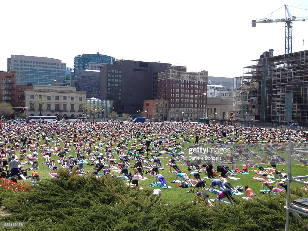 Huge group practicing yoga on Parliament Hill : News Photo