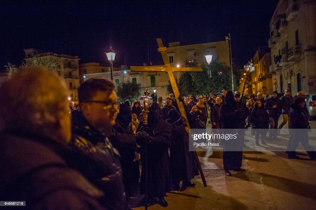 Every year in Molfetta, on the night of shrove tuesday and... : Photo d'actualité