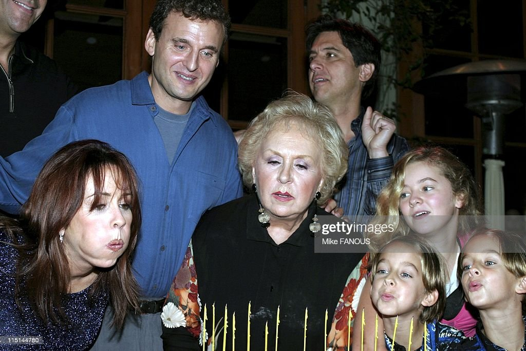 Everybody Loves Raymond' 200th Episode Celebration in Beverly Hills, United States on October 14, 2004 - Patricia Heaton, Philip Rosenthal, Doris Roberts, Ray Romano, Madylin Sweeten and brothers Sullivan and Sawyer at the 'Everybody Loves Raymond' 200th Episode Celebration at Spago.