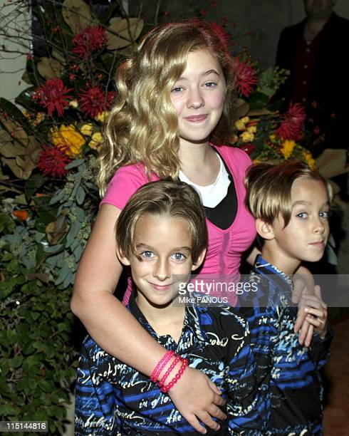 Everybody Loves Raymond' 200th Episode Celebration in Beverly Hills United States on October 14 2004 Madylin Sweeten with brothers Sawyer and...