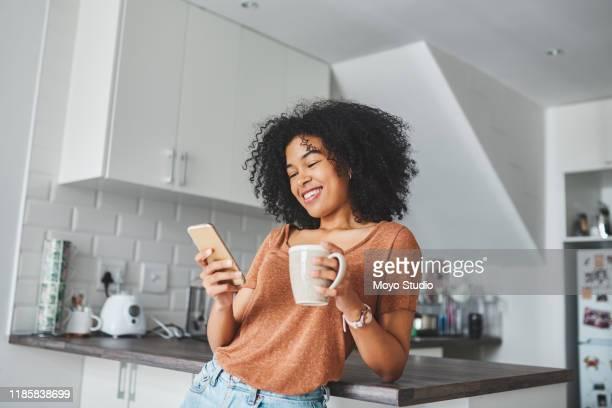 todo mundo adora essas boas mensagens matinais - smartphone - fotografias e filmes do acervo