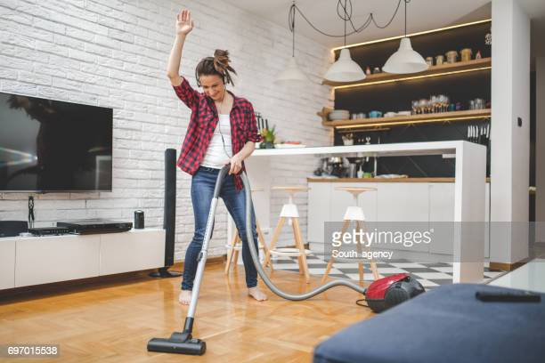 everybody makes some noise - tv housewife stock photos and pictures