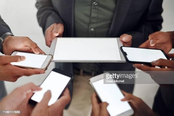 jeder in meinem kreis ist vernetzt und einflussreich - bring your own device stock-fotos und bilder