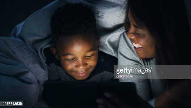 everyone loves a good story - storytelling stock pictures, royalty-free photos & images