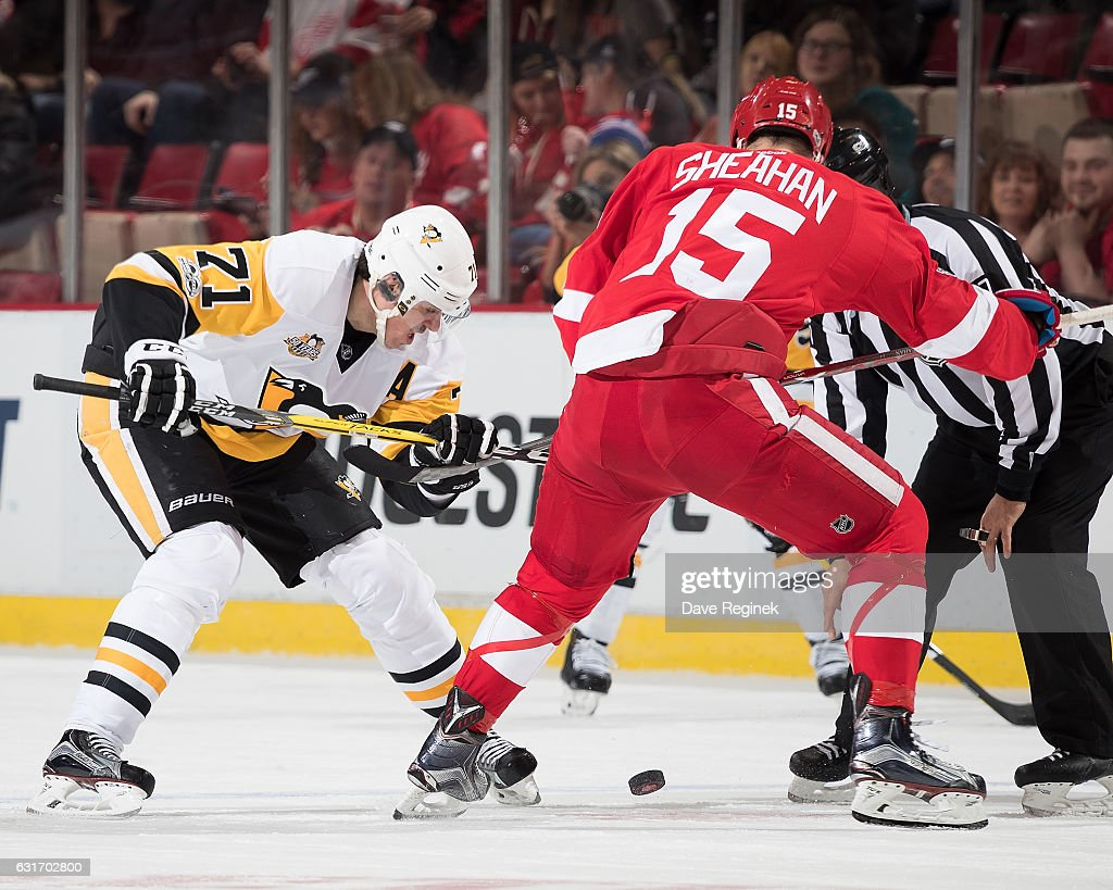 Evgeni Malkin #71 of the Pittsburgh Penguins faces off against Riley Sheahan #15 of the Detroit Red Wings during an NHL game at Joe Louis Arena on January 14, 2017 in Detroit, Michigan.