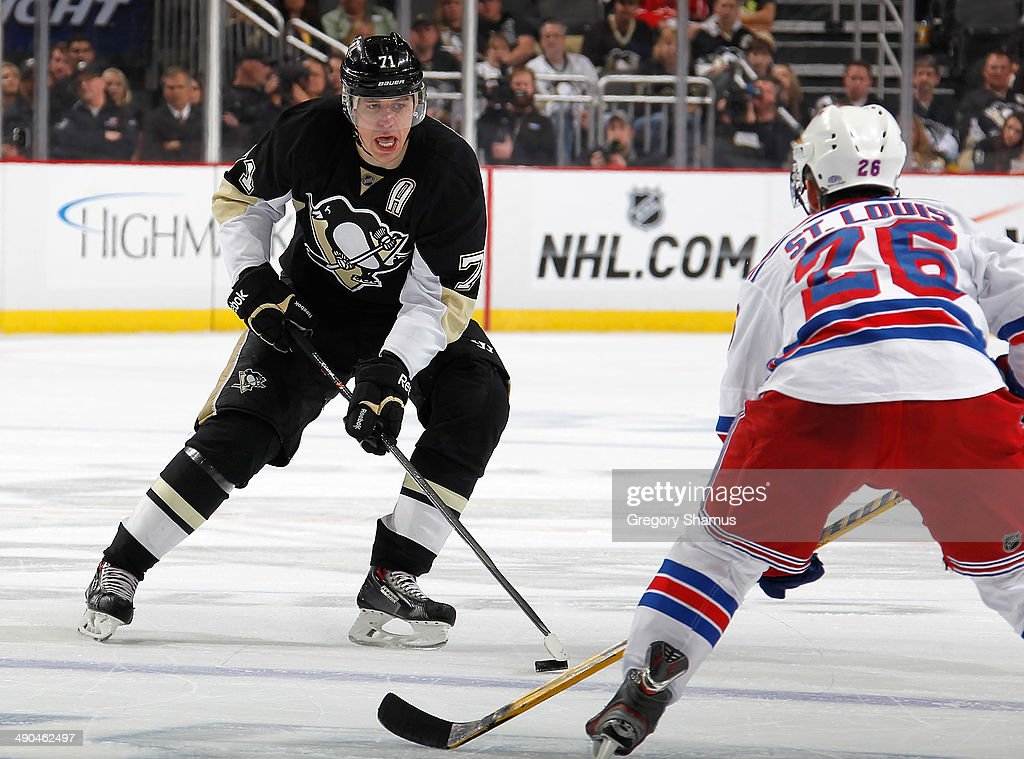 Evgeni Malkin #71 of the Pittsburgh Penguins moves the puck against the New York Rangers in Game Five of the Second Round of the 2014 Stanley Cup Playoffs at Consol Energy Center on May 9, 2014 in Pittsburgh, Pennsylvania.