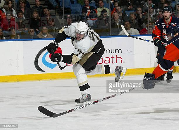 Evgeni Malkin of the Pittsburgh Penguins skates against the New York Islanders on February 26 2008 at the Nassau Coliseum in Uniondale New York The...