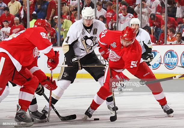 Evgeni Malkin of the Pittsburgh Penguins watches as Valtteri Filppula of the Detroit Red Wings plays the puck during Game Five of the 2009 NHL...