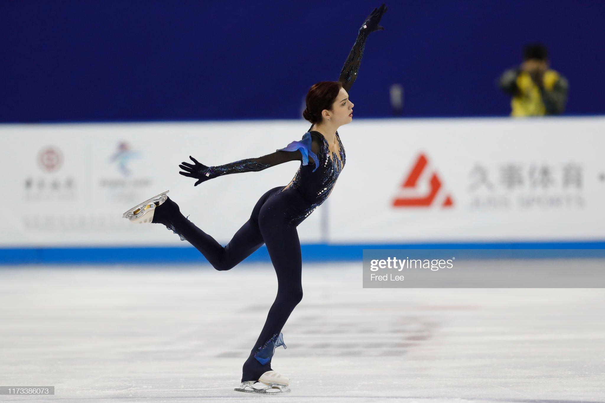 Shanghai Trophy (Invitational). 3-5 октября 2019. Шанхай (Китай) - Страница 3 Evgenia-medvedeva-of-russia-performs-in-the-ladies-short-program-the-picture-id1173386073?s=2048x2048