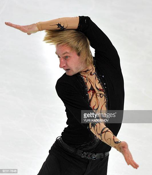 Evgeny Plushenko of Russia performs his free program at the ISU Grand Prix Rostelecom Cup in Moscow on October 24 2009 AFP PHOTO / YURI KADOBNOV