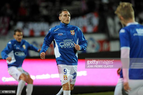 Evian's French forward Kevin Berigaud warms up prior to the French L1 football match EvianThonon vs Valenciennes at the Parc des Sports in Annecy...