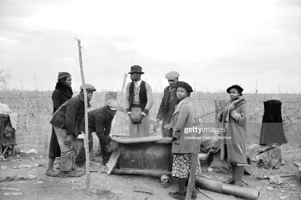 Evicted Sharecroppers Along Highway 60, New Madrid County, Missouri, January 1939 : News Photo
