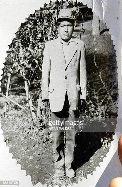 Evo Morales Ayma, lider cocalero y diputado nacional muestra la primer foto en blanco y negro que le tomaron en la ciudad de Oruro en 1967, durante...