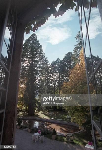 Evocation Of De Gaulle Holidays In Spain In June 1970. Meyrueis - 23 octobre 2000 - Le parc du château d'Ayres, en Lozère, vu d'une fenêtre du...