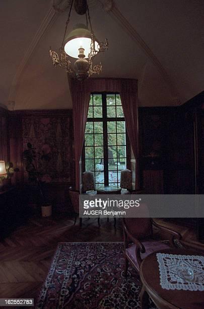 Evocation Of De Gaulle Holidays In Spain In June 1970. Meyrueis - 23 octobre 2000 - Le salon de la suite du château d'Ayres, en Lozère, où séjourna...