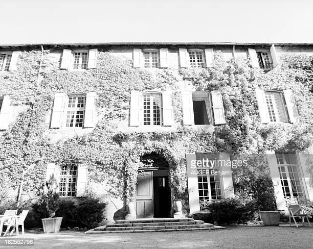Evocation Of De Gaulle Holidays In Spain In June 1970. Meyrueis - 23 octobre 2000 - La façade du château d'Ayres, en Lozère, recouverte de lierre,...