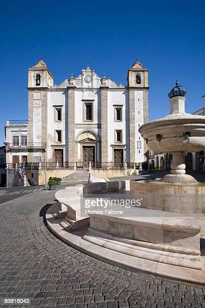 Evora, Praca do Giraldo and Santo Antao Church