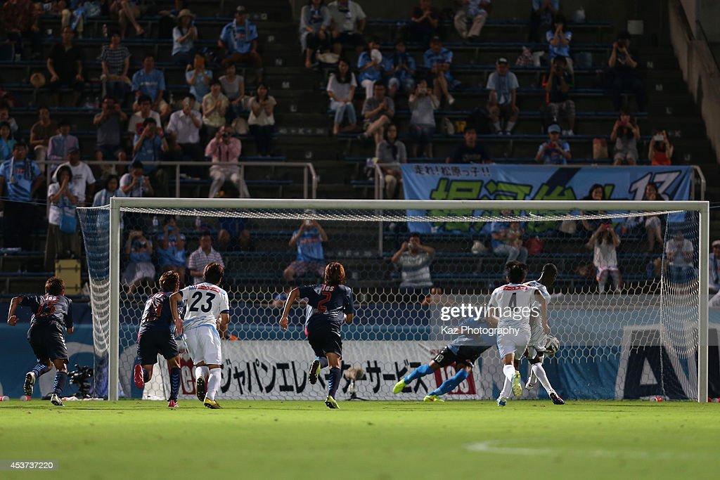 Evson Patricio Vasconcelos do Nascimento of Kamatamare Sanuki scores his team's second goal from the penalty spot during the J. League 2 match between Yokohama F.C. and Kamatamare Sanuki at the Nippatsu Mitsuzawa Stadium on August 17, 2014 in Yokohama, Japan.