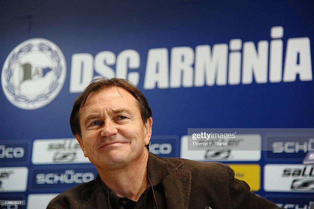 Arminia Bielefeld Presents New Trainer