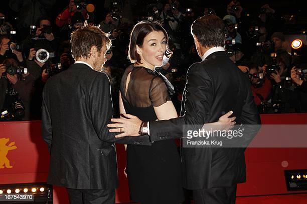 Ewan Mcgregor Olivia Williams Und Pierce Brosnan Bei Der Premiere Von The Ghost Writer Bei Der 60 Berlinale In Berlin