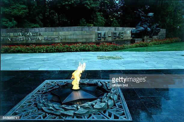 Ewige Flamme als Mahnmal für die Opferdes 2 Weltkrieg 1994 col