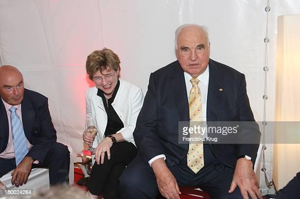 Ex Bundeskanzler Helmut Kohl Mit Seiner Freundin Dr Maike Richter Beim Bild Sommerfest In Der Ullstein Halle In Berlin Am 040707