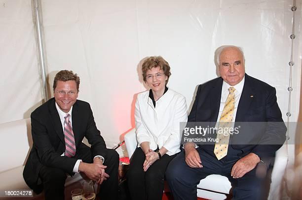 Ex Bundeskanzler Helmut Kohl Mit Seiner Freundin Dr Maike Richter Und Guido Westerwelle Beim Bild Sommerfest In Der Ullstein Halle In Berlin Am 040707