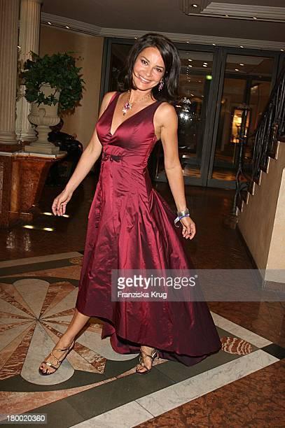 Ex Playmate Gitta Saxx Bei Der United People Charity Night2006 Zugunsten PowerChild Im Hotel Bayrischen Hof In München