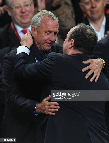 Ex-Ajax and Netherlands footballer Johan Cruyff congratulates Chelsea Interim Manager Rafael Benitez during the UEFA Europa League Final between SL...