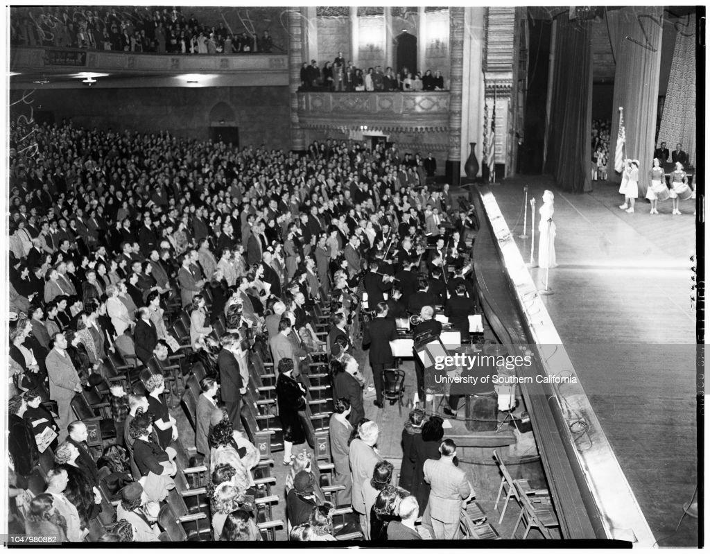 Examiner Christmas show at Shrine, 1945 : News Photo