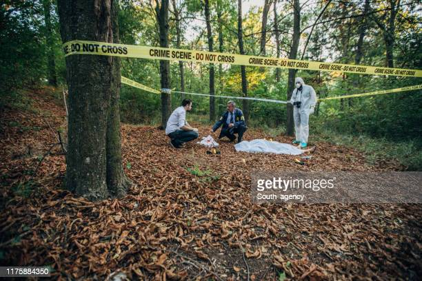 fbi examining the dead body - murder victim stock pictures, royalty-free photos & images