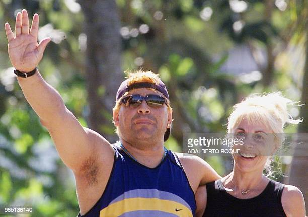 ExArgentine soccer player Diego Armando Maradona with his wife Claudia Villafane waves to the press 22 January 2000 in Havana as they go for a walk...
