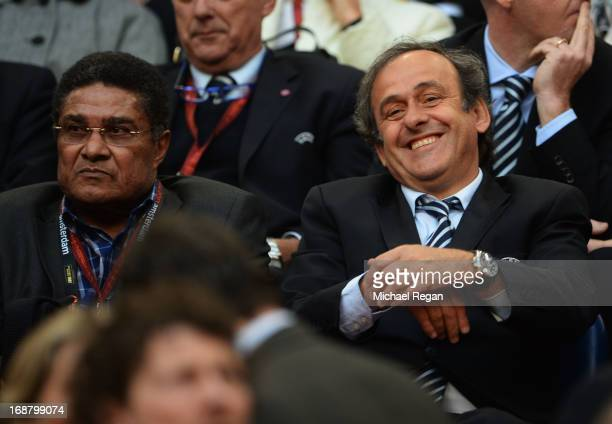 ExBenfica footballer Eusebio and UEFA President Michel Platini share a joke during the UEFA Europa League Final between SL Benfica and Chelsea FC at...