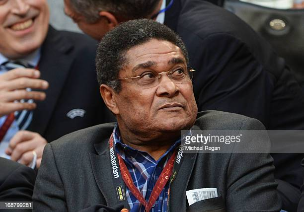 ExBenfica footballer Eusebio looks on during the UEFA Europa League Final between SL Benfica and Chelsea FC at Amsterdam Arena on May 15 2013 in...
