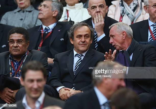 Ex-Benfica footballer Eusebio, UEFA President Michel Platini and Ex-Ajax and Netherlands footballer Johan Cruyff speak during the UEFA Europa League...