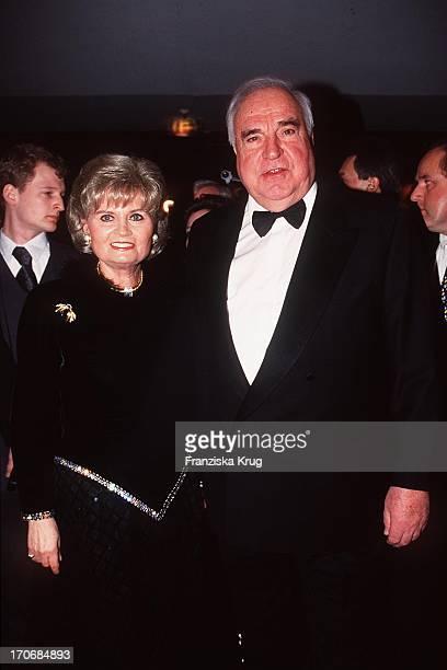 ExBundeskanzler Helmut Kohl Ehefrau Hannelore Beim Ball Des Sports 1999 In Wiesbaden