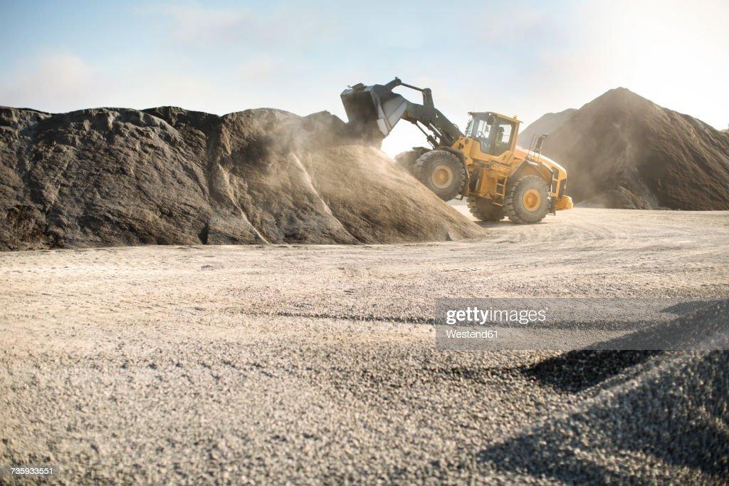 Excavator at quarry : Foto de stock