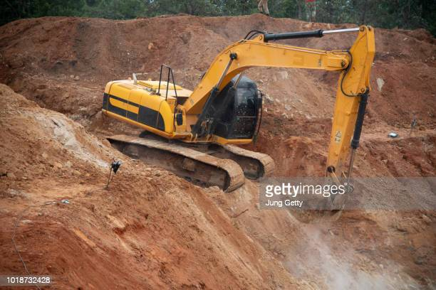 excavator drilling on top of rocks at foundation infrastructure construction site - ancient civilisation stock pictures, royalty-free photos & images