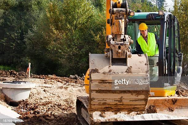 excavator ドライバ、建設現場で - 溝 ストックフォトと画像