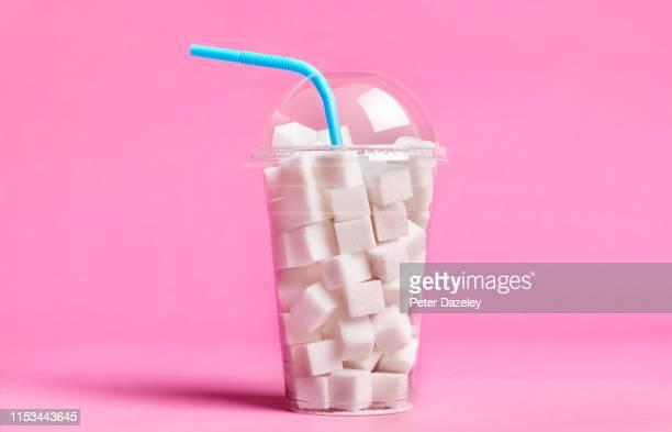 excess sugar in soda/fizzy drinks - art stock-fotos und bilder