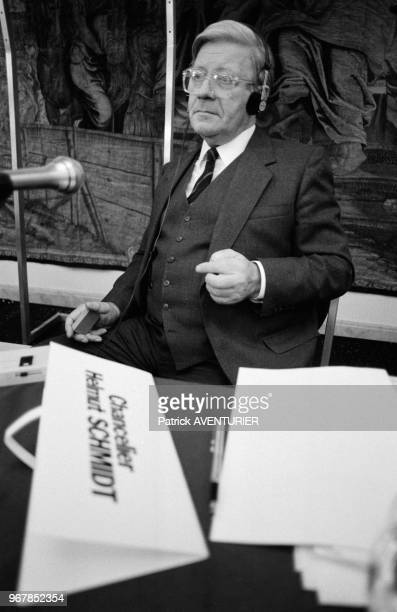 L'exchancelier allemand Helmut Schmidt invité de 'l'executive club' à Paris le 26 mars 1984 France