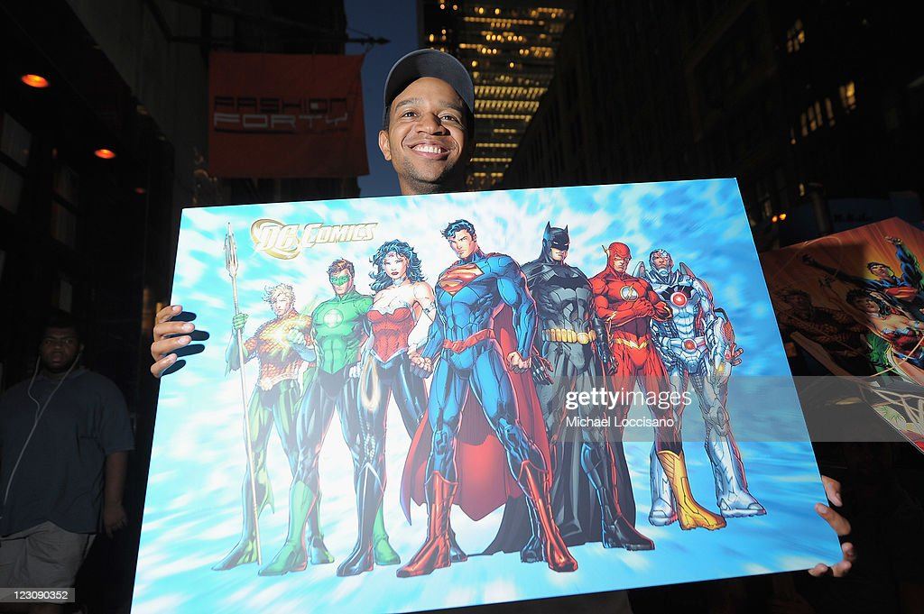 Hundreds of Super Hero Fans Line-Up Early as DC Entertainment Launches New Era of Comic Books : News Photo