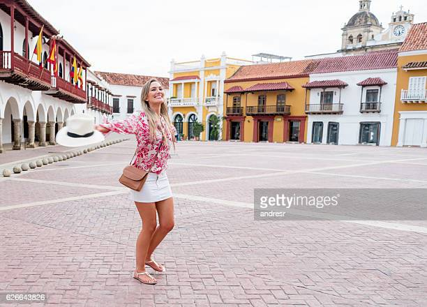 excited female tourist in cartagena - cartagena colombia foto e immagini stock