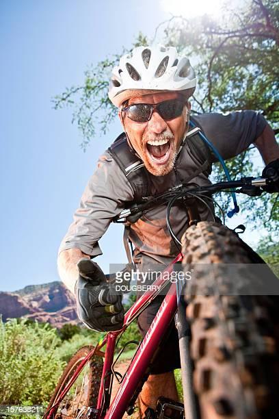 Aufgeregt-Mountainbiker